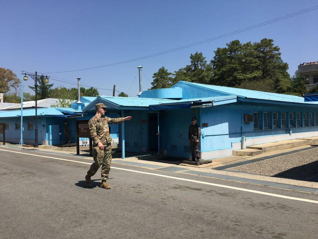 panmunjeom-blue-houses